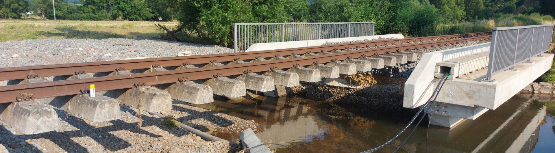 Unterspülte Eifelstrecke mit Brücke